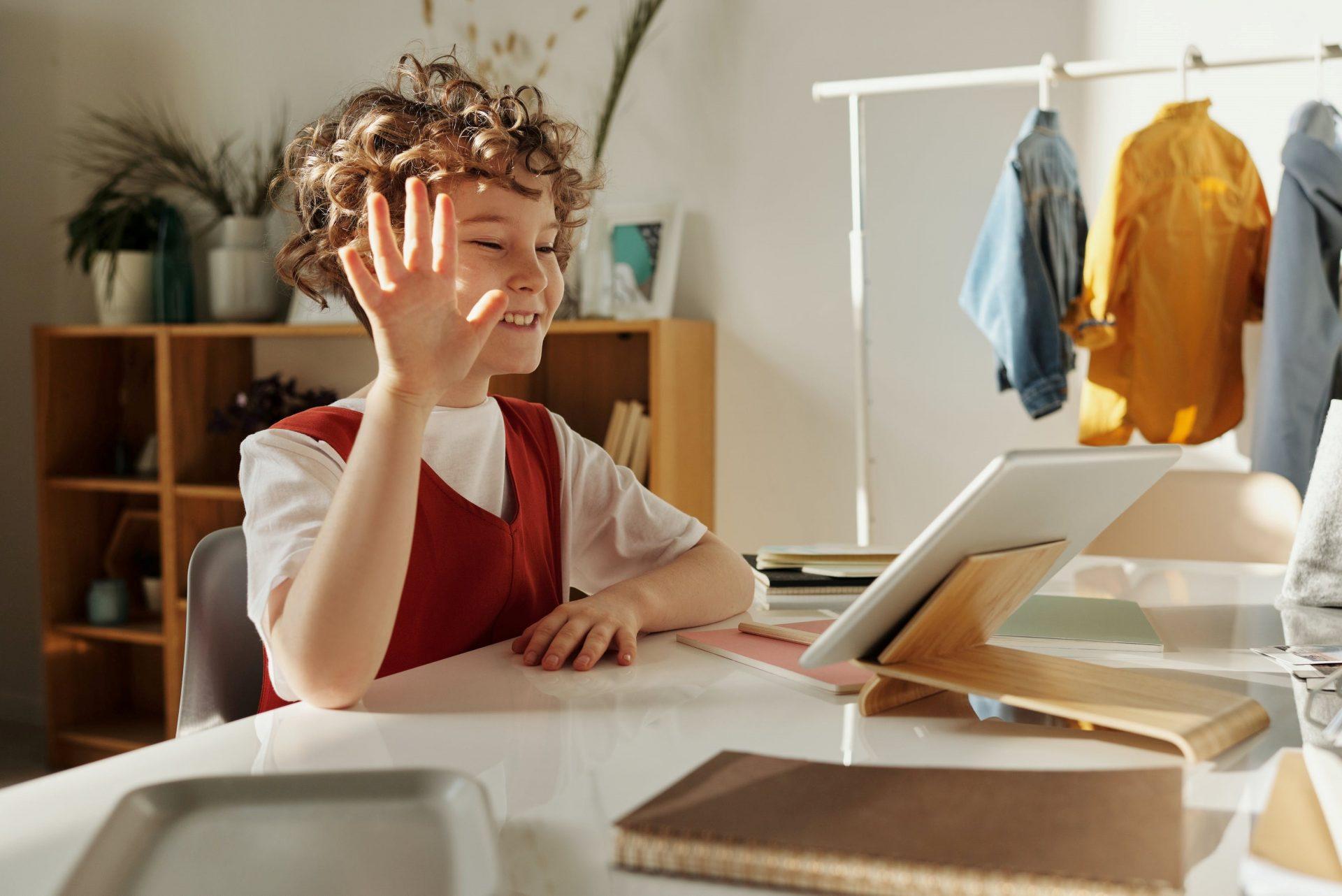 Роль компьютеров и учебных пособий в школе