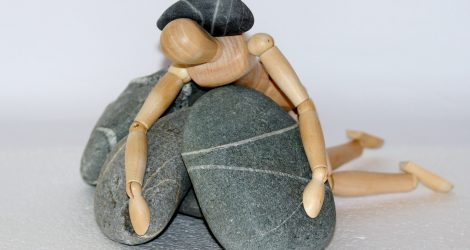 Бесполезное упорство: Почему мы так привязаны к нашим вредным привычкам?