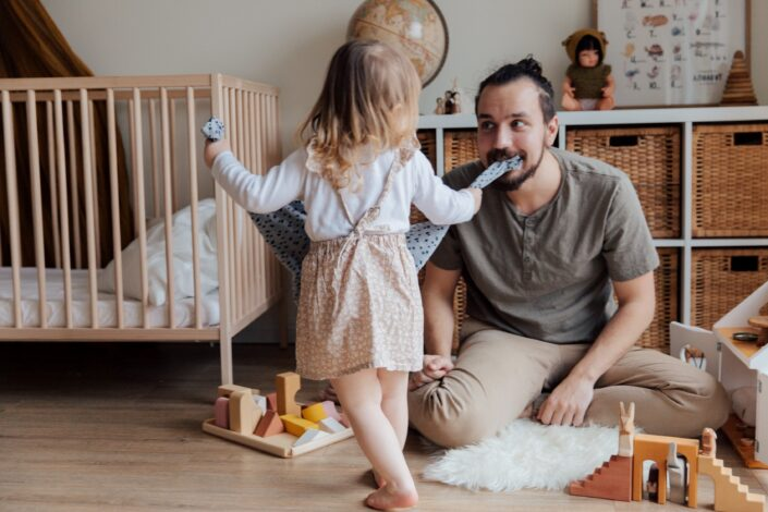 Поведение родителей: эмоциональные отношения с ребенком и родительский контроль