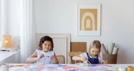 Влияние на ребенка школы, сверстников и развивающих занятий