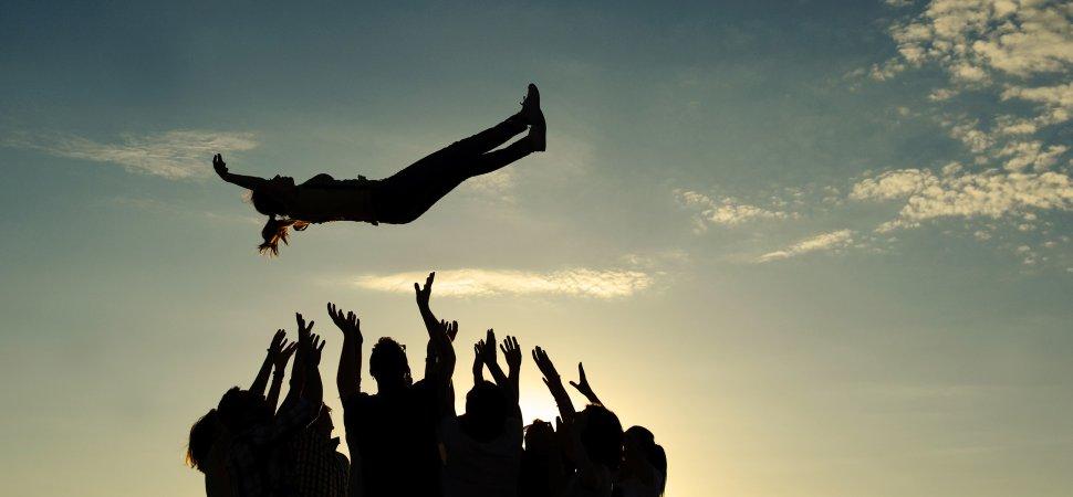 ДОВЕРИЕ: Счастливая жизнь или риск быть обманутым?