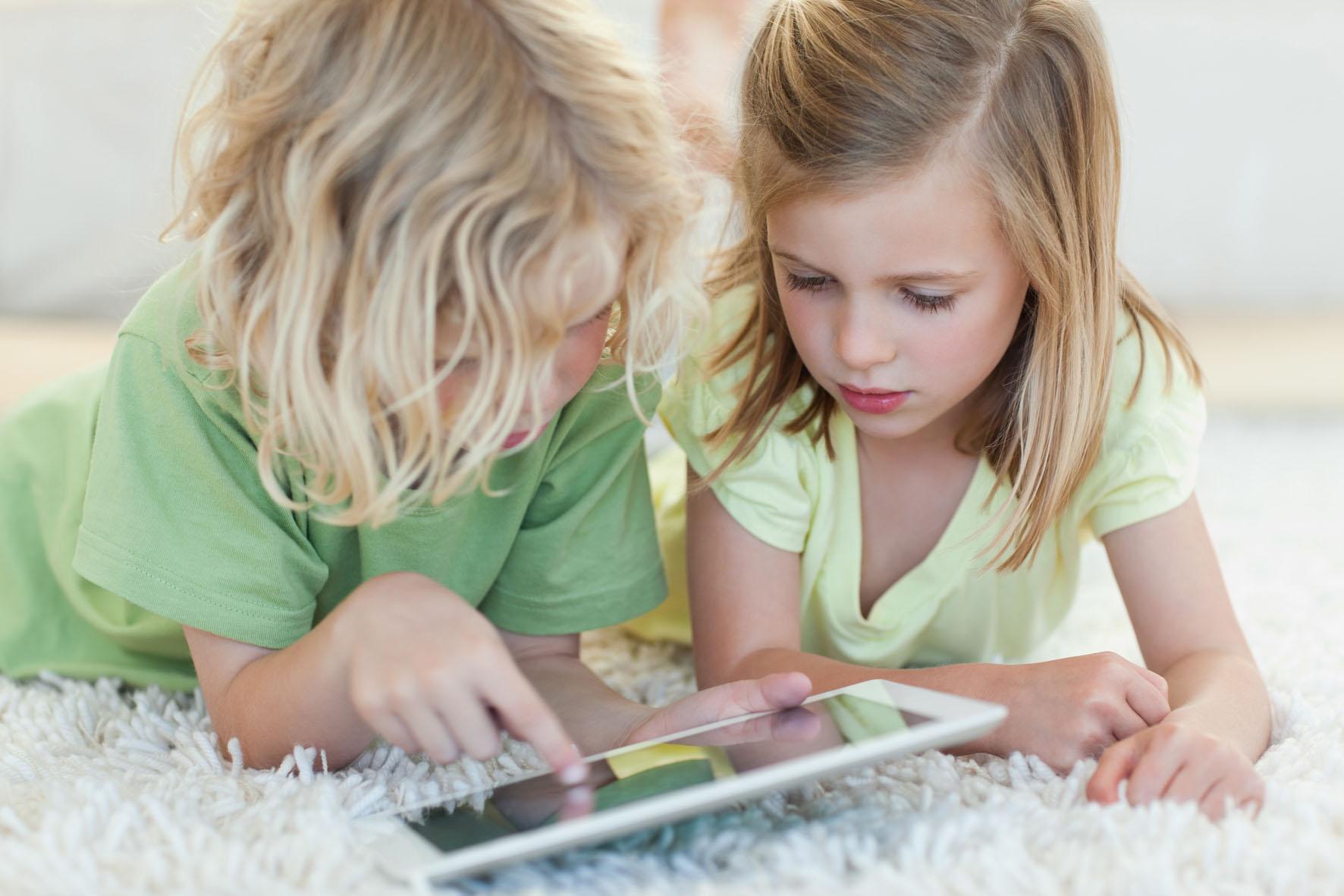 Психика здорового ребенка и современные технологии: как телефоны и планшеты влияют на детское развитие