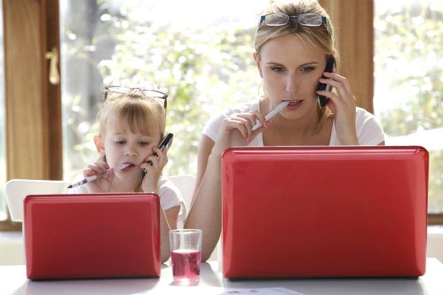 Материнский пример: как трудовая занятость матери влияет на успешность ребенка
