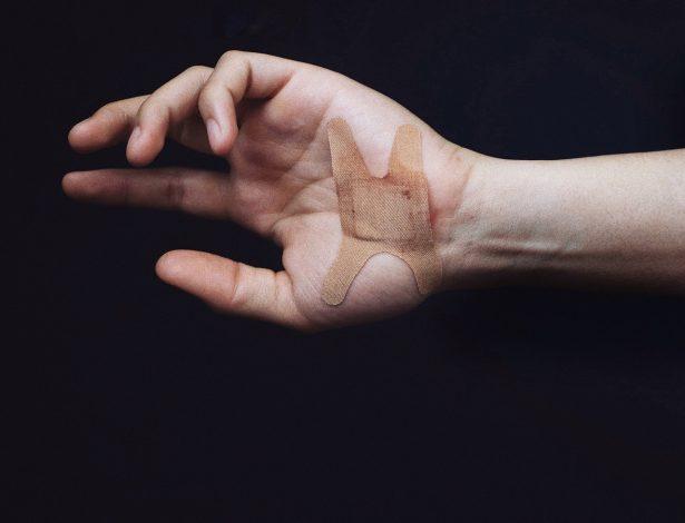 Самоповреждения: 4 основные причины